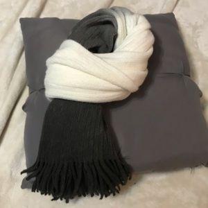 Ombré scarf 🧣 Black, White & Grey